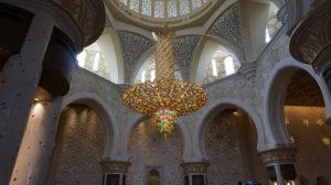 interno moschea bianca